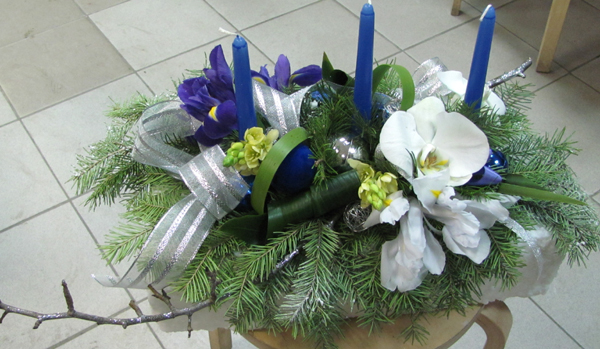 table arrangement with silver-fir tree branches