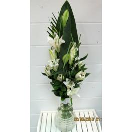 a bouquet of 3 white lilies